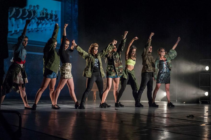 tancerze na scenie