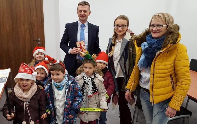 spotkanie dzieci z zastępcą prezydenta Krystianem Tomalą