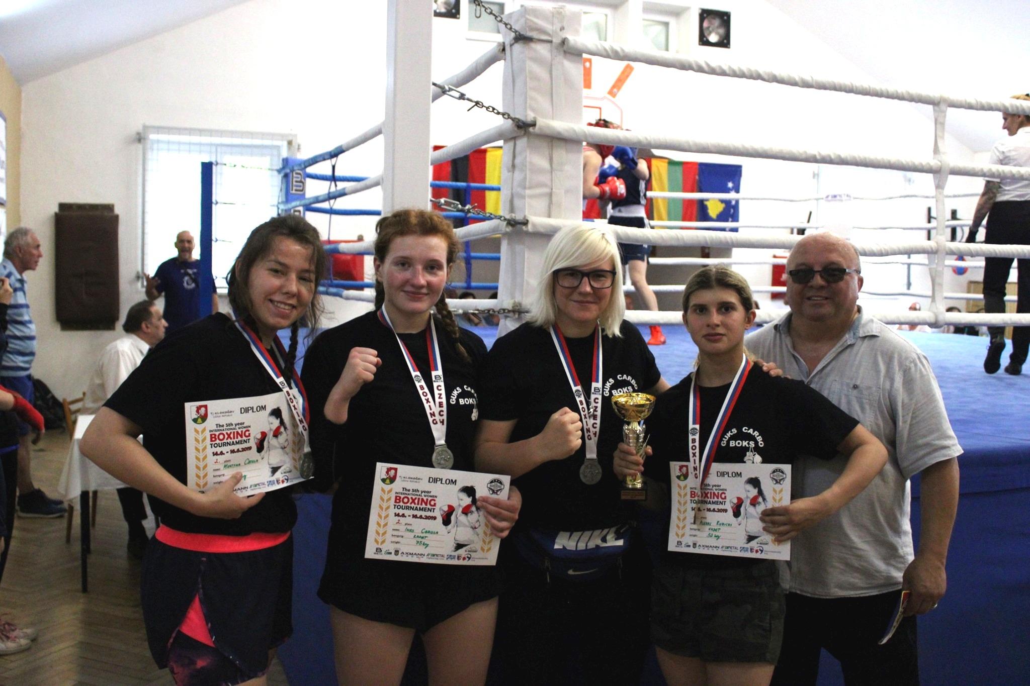 bokserki z medalami