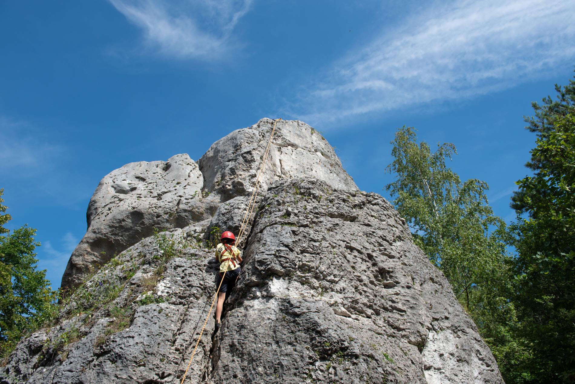 dziecko na skale