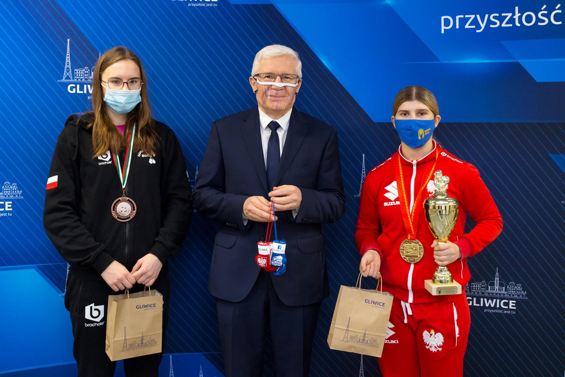 Prezydent Adam Neumann wraz z Alexas Kubicką i Kingą Rewińską