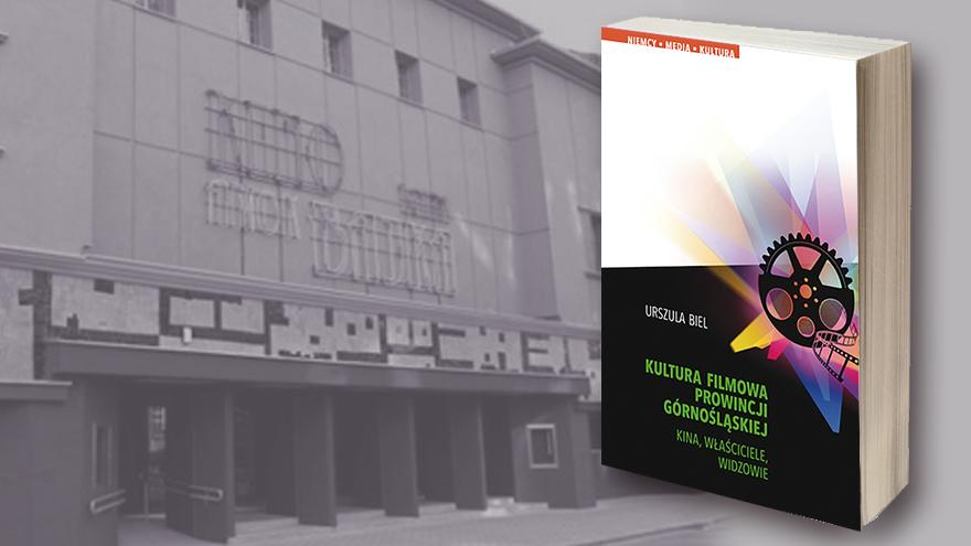 okładka książki na tle kina Amok