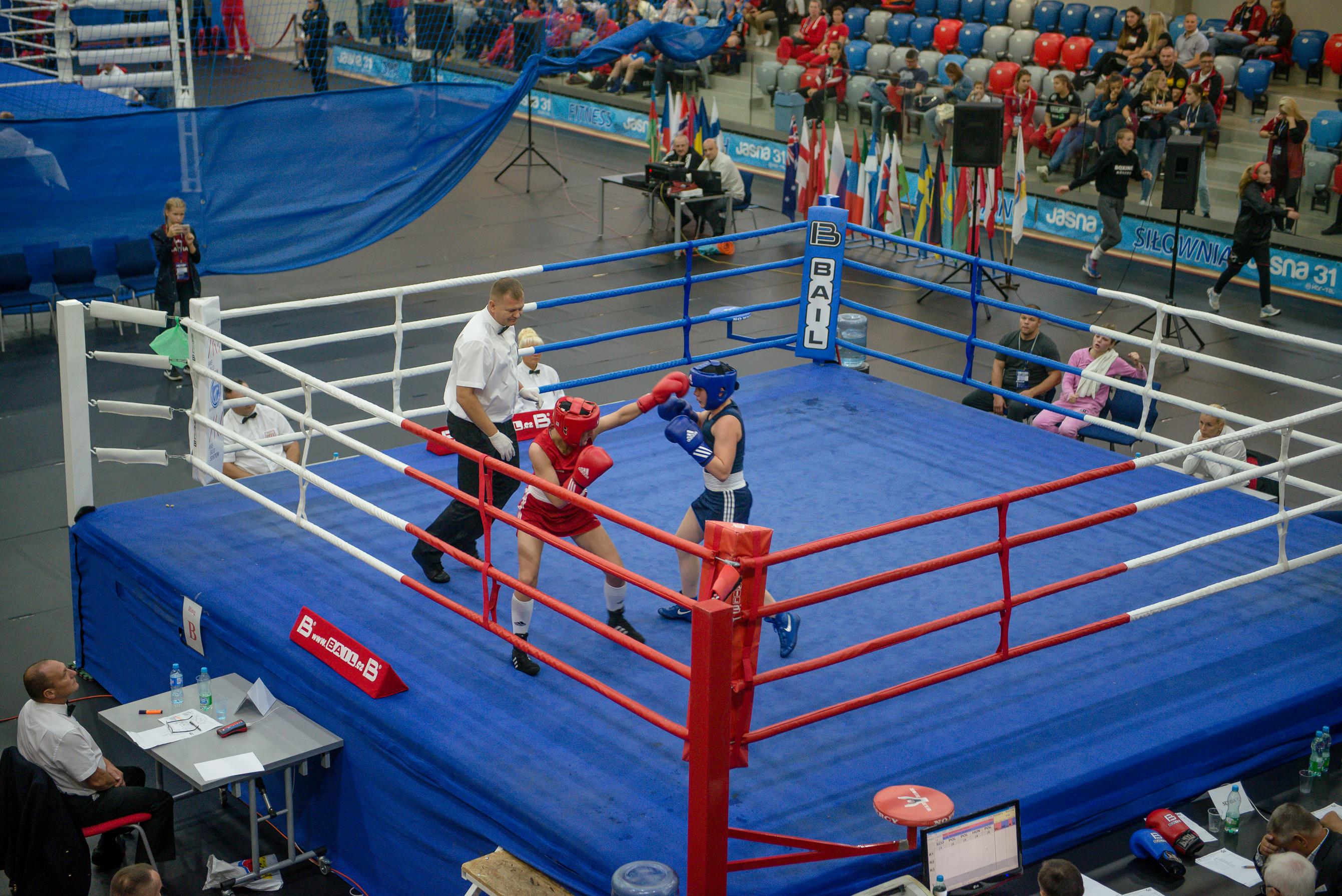 kobiety walczą na ringu