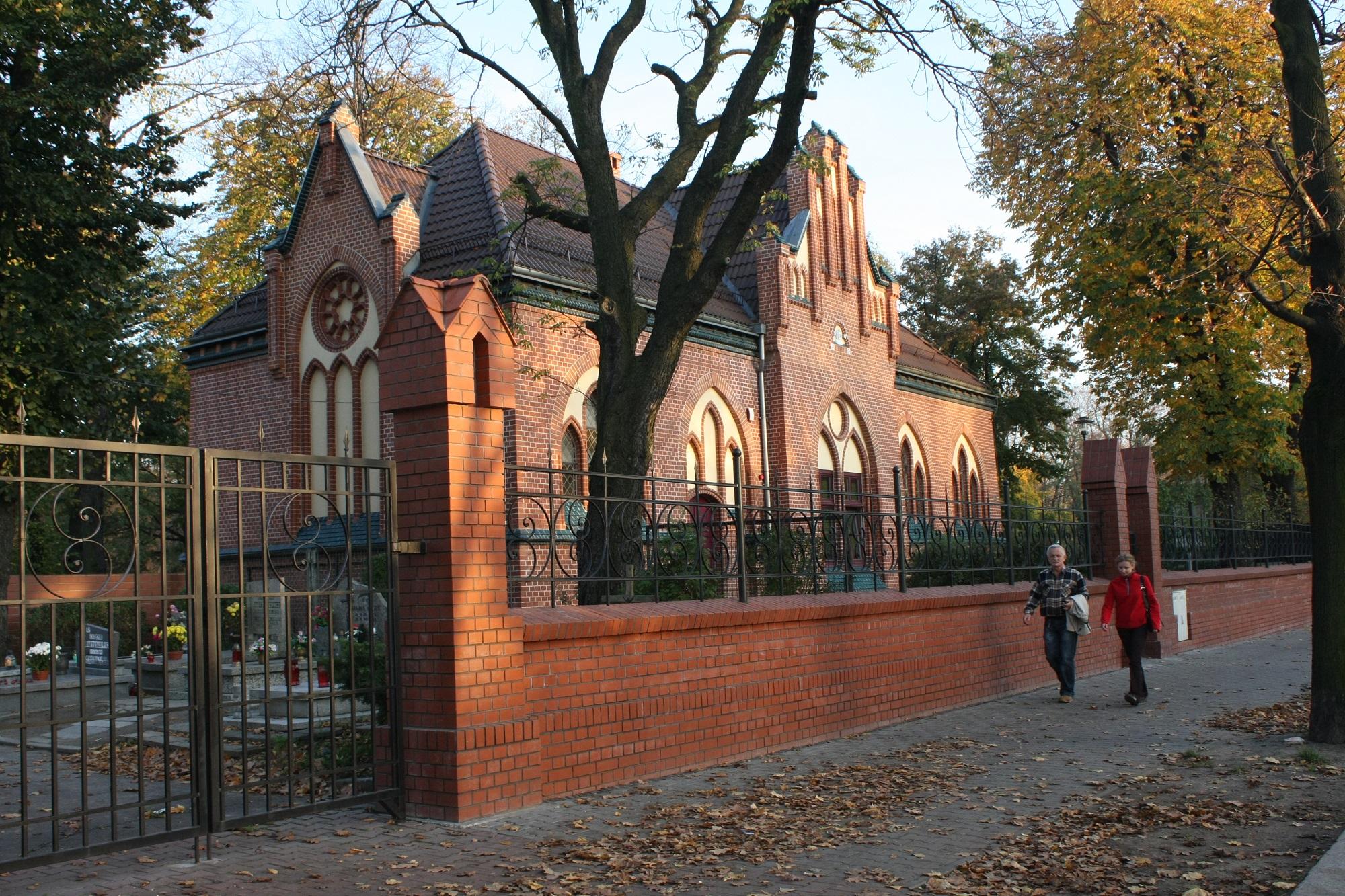 budynek przy Cmentarzu Lipowym