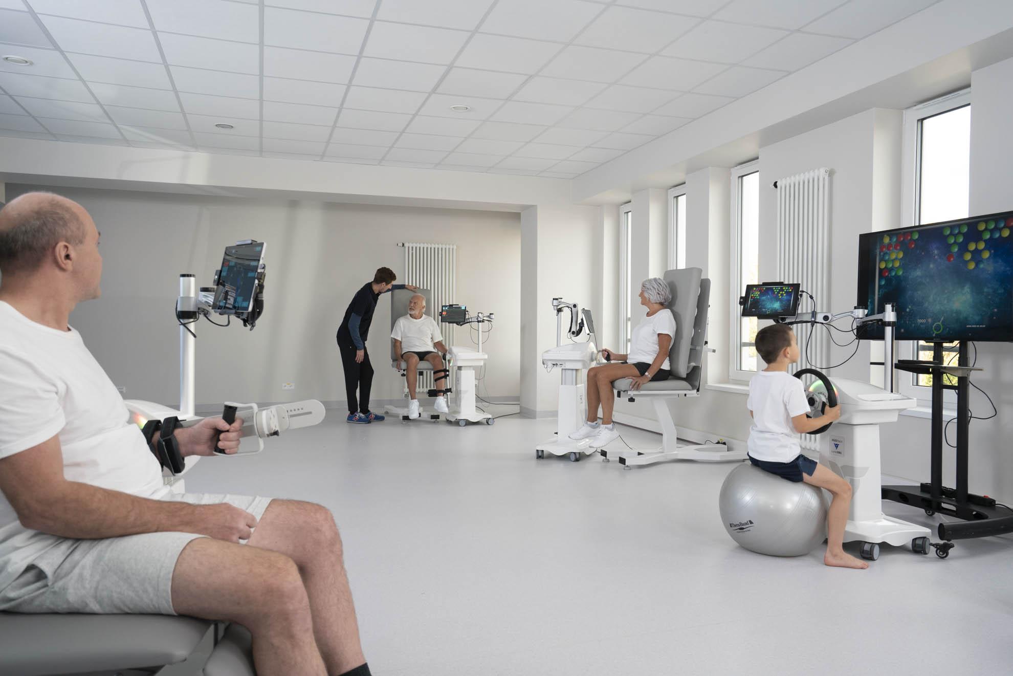 pacjenci podczas rehabilitacji