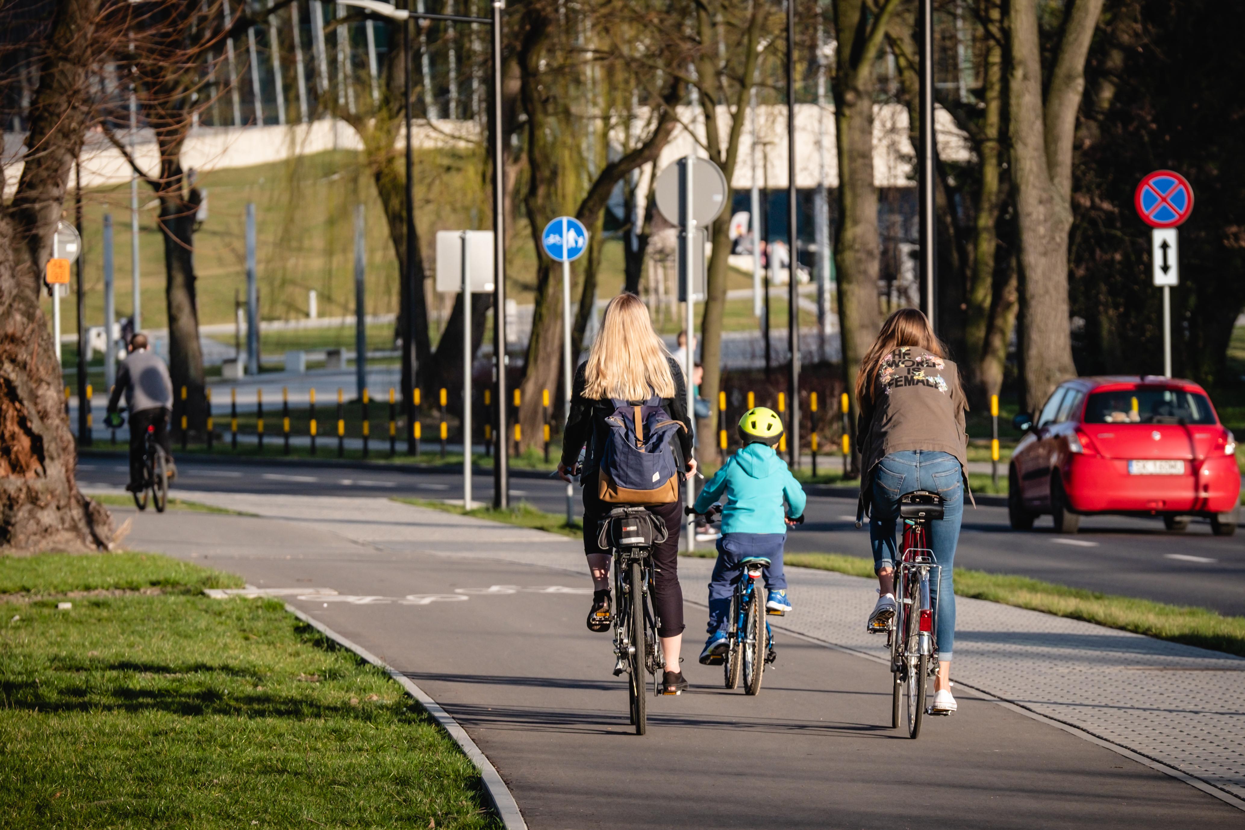 rowery na ścieżce rowerowej