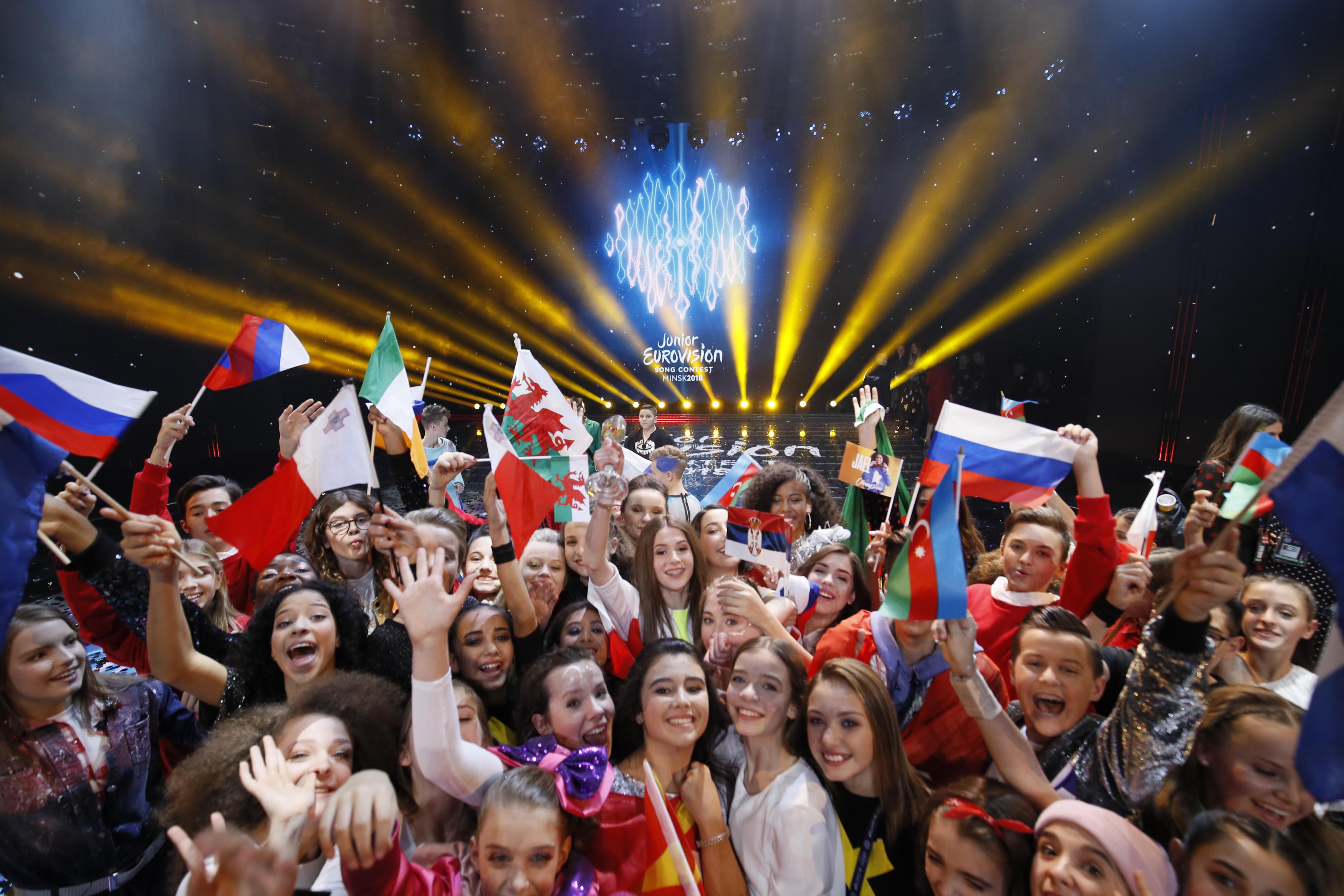Roksana Węgiel i inni uczestnicy podczas Eurowizji Junior
