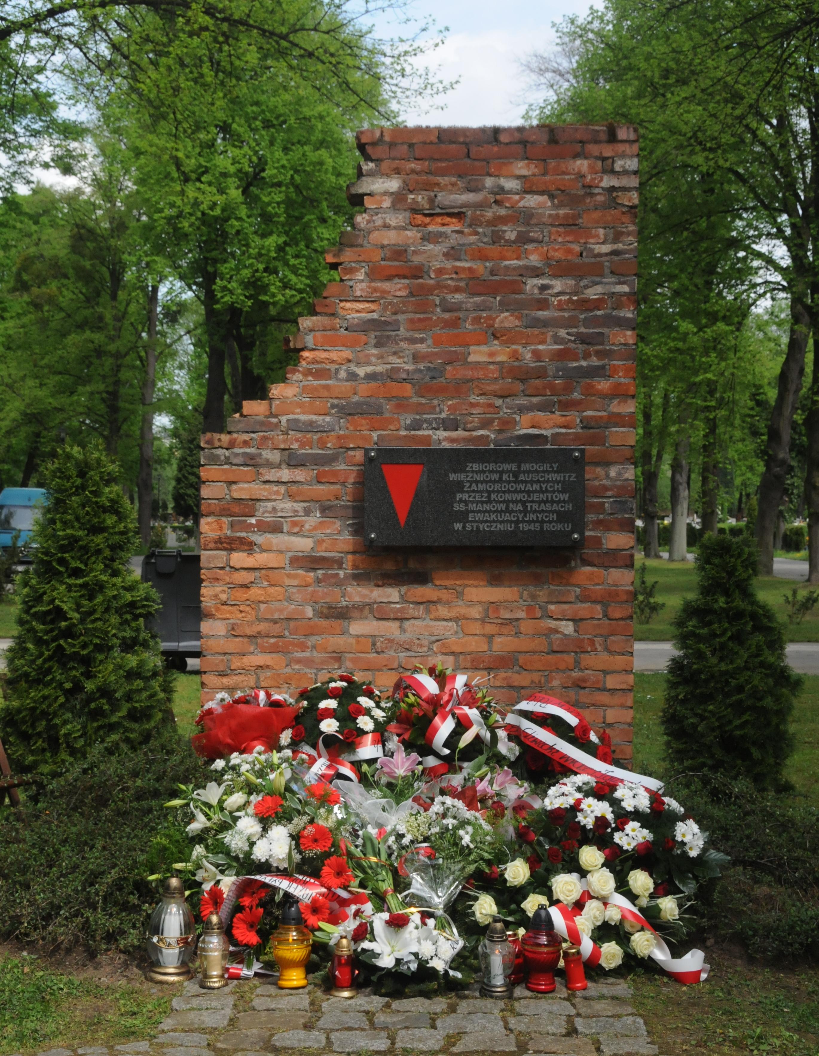 pomnik ku czci pomordowanych w marszu śmierci na cmentarzu centralnym