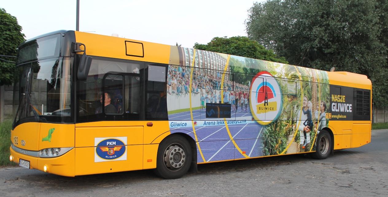autobus z reklamą zdjęciwą Gliwic
