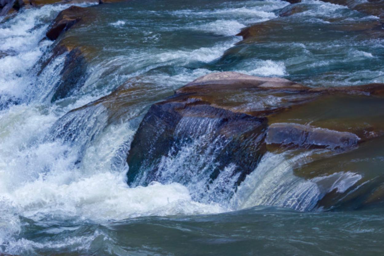 wezbrana rzeka