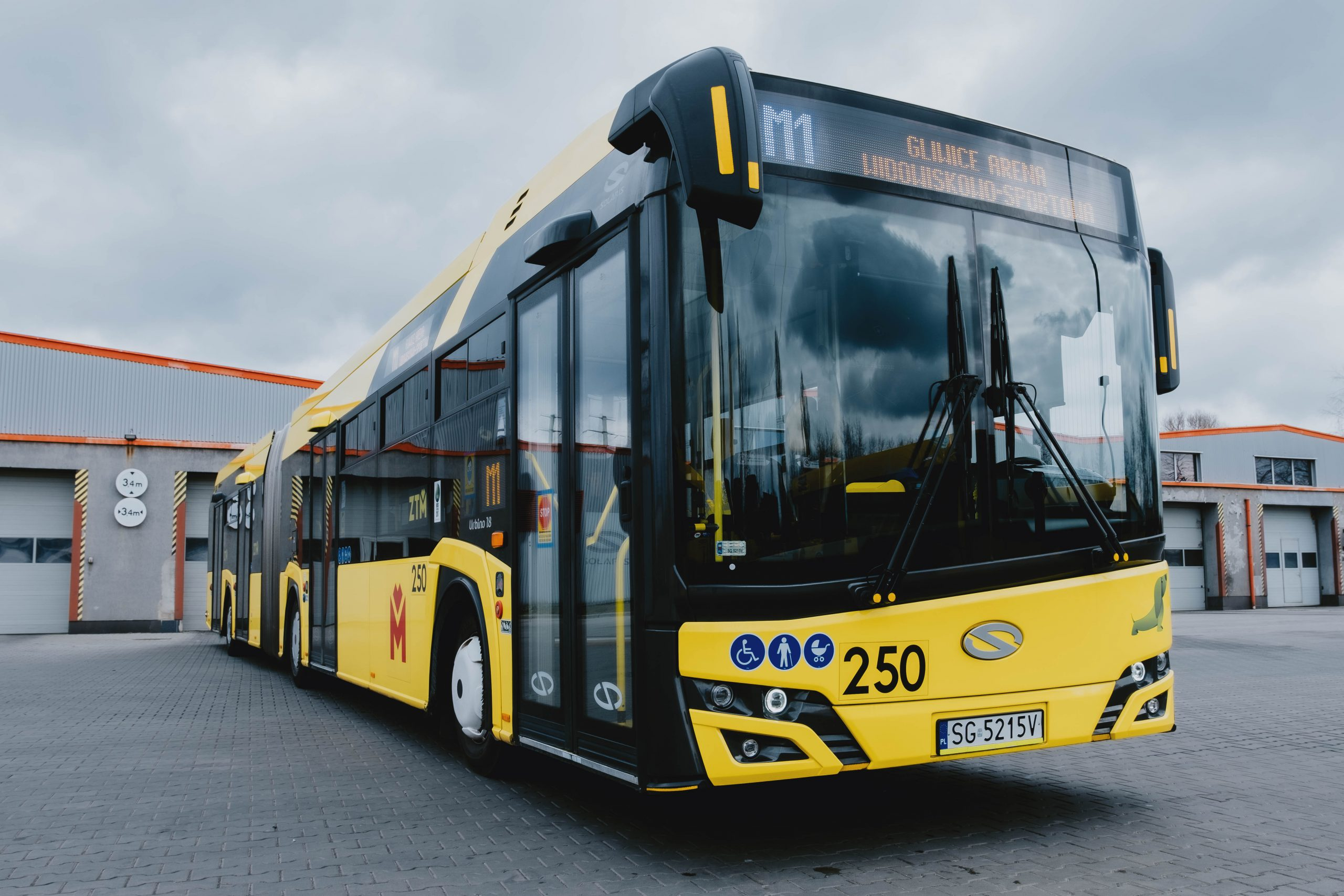 autobus linii metropolitalnej M1