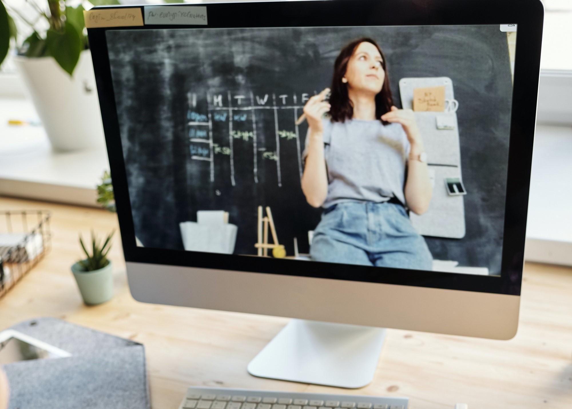studentka na ekranie