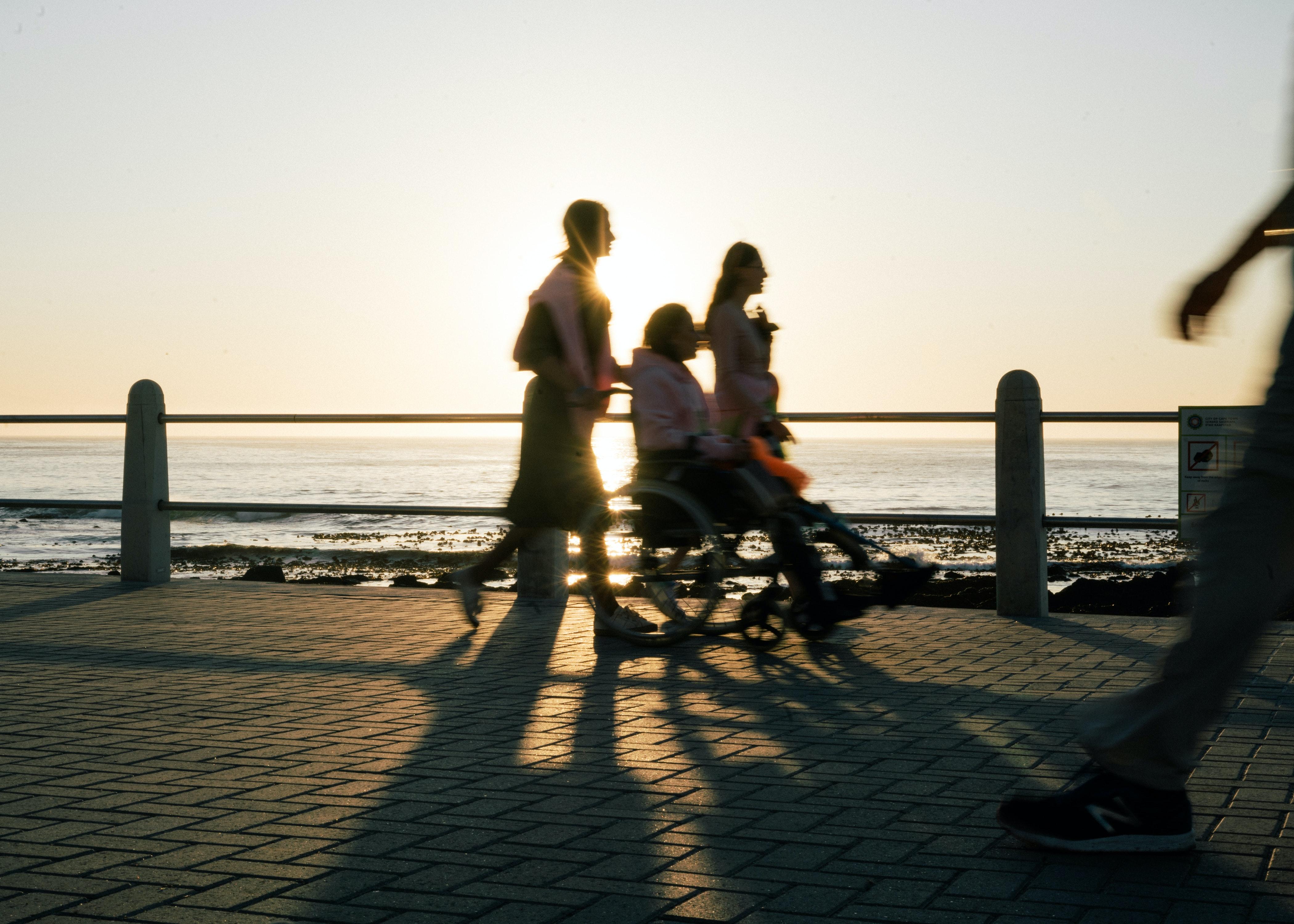 osoba niepełnosprawna na spacerze