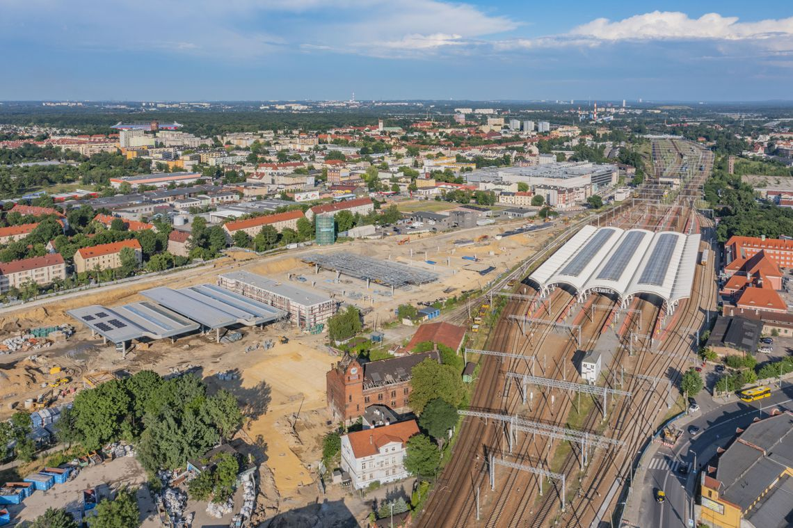 dworzec PKP w Gliwicach i plac budowy centrum przesiadkowego z lotu ptaka