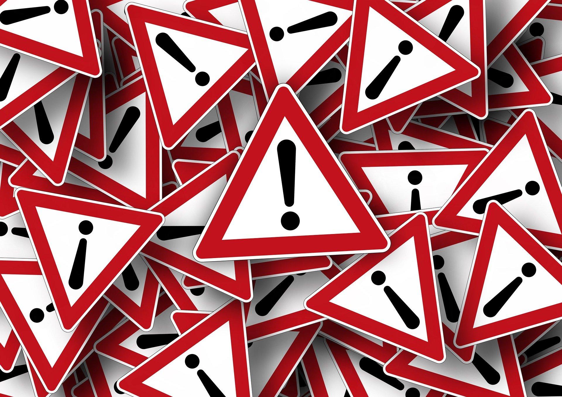 znaki drogowe - uwaga