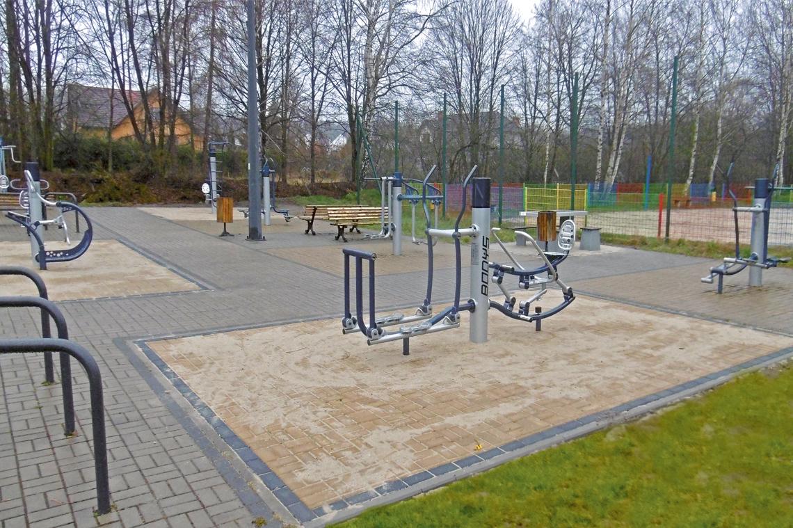 Nowe urządzenia na siłowni plenerowej w Żernikach