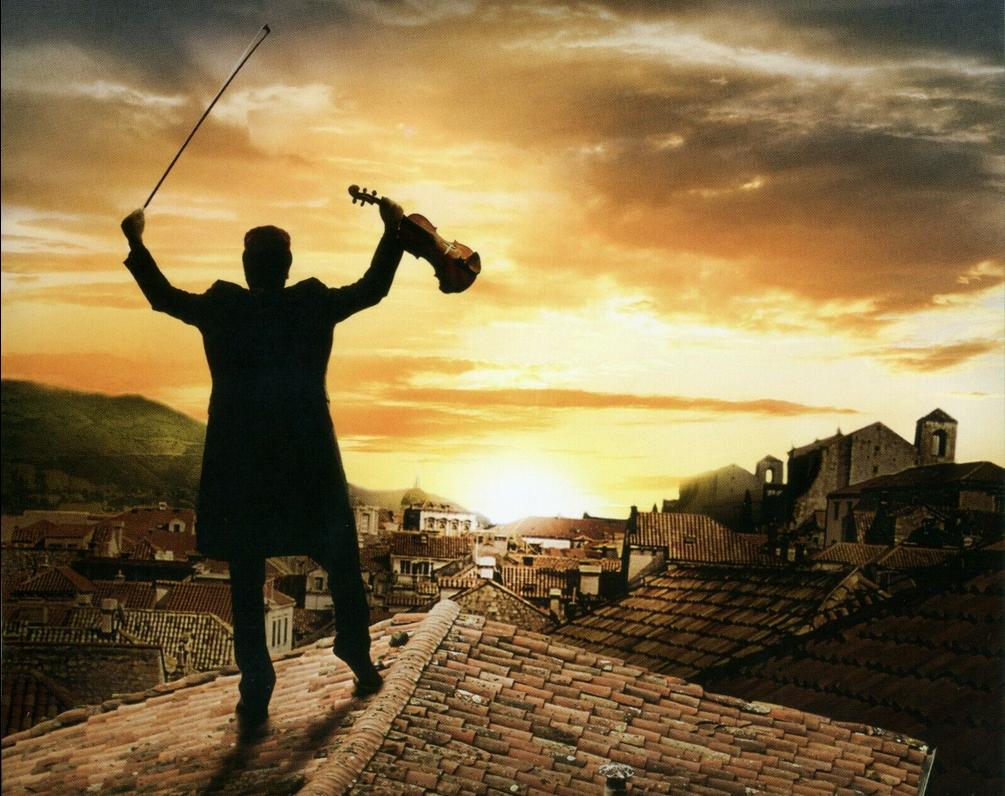 kadr z filmu Skrzypek na dachu