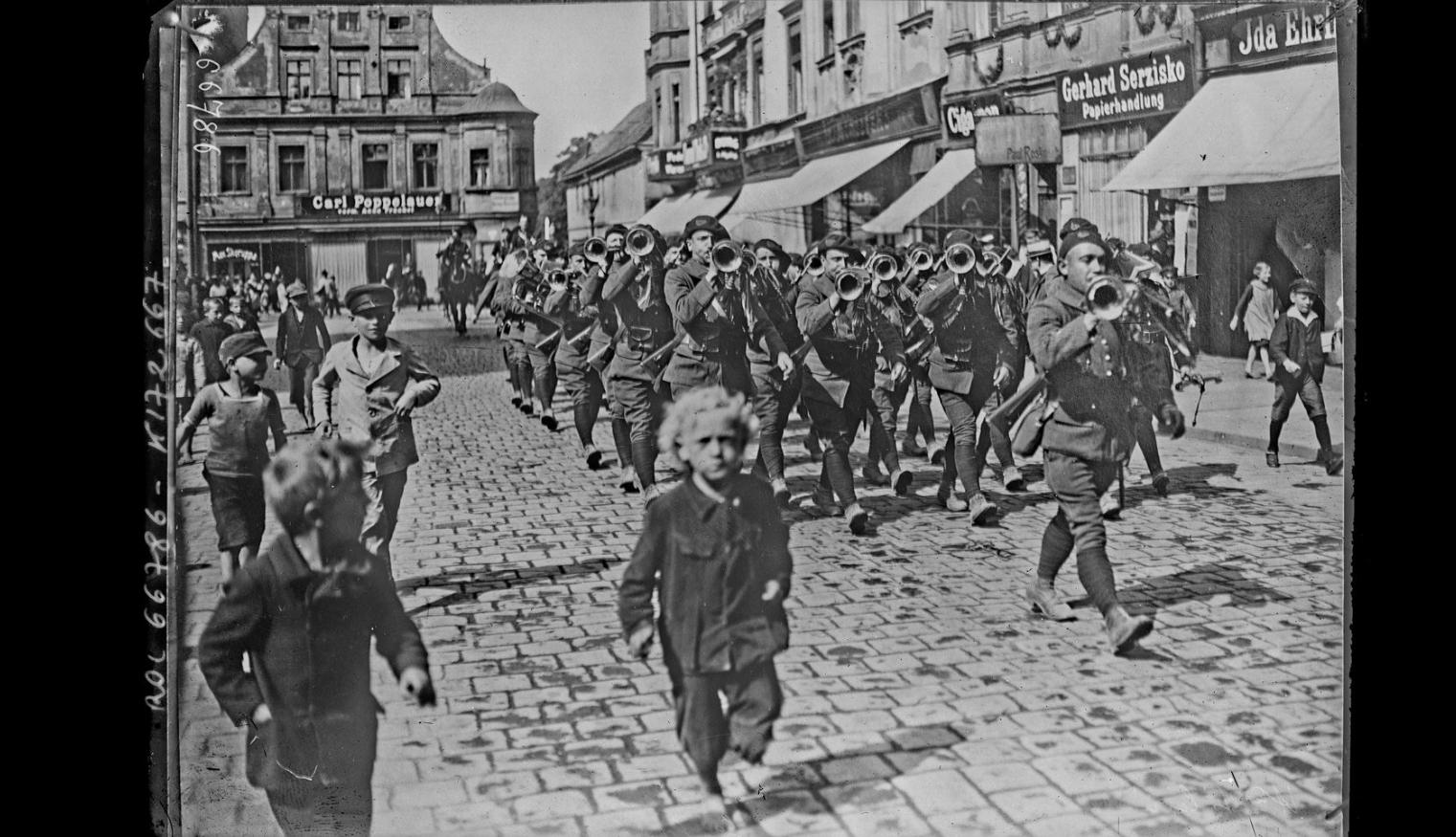 Przemarsz wojsk francuskich ulicami Opola