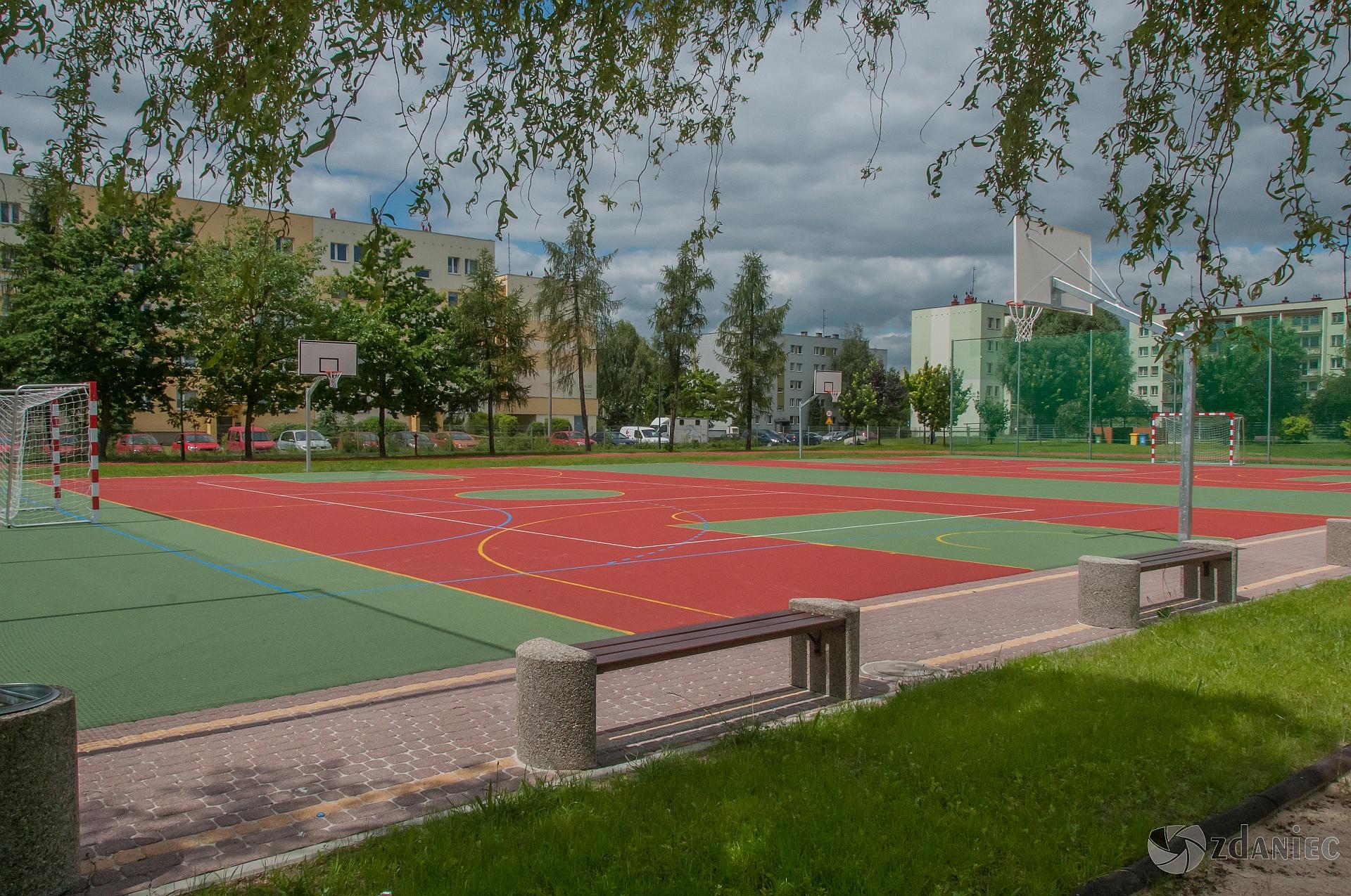 inwestycje i remonty w gliwickiej oświacie - powstały 4 nowe boiska!